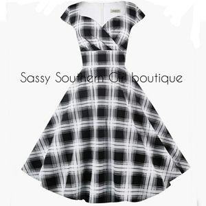 ⭐🆕 Black and white plaid retro dress